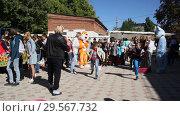 Купить «Primorsko-Akhtarsk, Russia-September 29, 2018: Children run and play in the school yard», видеоролик № 29567732, снято 29 сентября 2018 г. (c) Олег Хархан / Фотобанк Лори