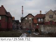 Купить «Poland, Bytom - old, run-down mining settlement in Bobrek district with industrial chimneys», фото № 29568732, снято 28 февраля 2018 г. (c) Caro Photoagency / Фотобанк Лори
