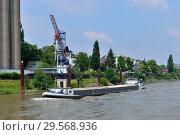 Купить «Germany, North Rhine-Westphalia - Port Tour in Duisburg's Inland Port», фото № 29568936, снято 3 июня 2018 г. (c) Caro Photoagency / Фотобанк Лори