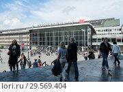 Купить «Cologne, Germany, west entrance of Cologne Central Station», фото № 29569404, снято 9 июня 2017 г. (c) Caro Photoagency / Фотобанк Лори