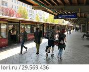 Купить «Berlin, Germany, travellers on the S-Bahn platform of Messe Nord/ICC station», фото № 29569436, снято 19 апреля 2018 г. (c) Caro Photoagency / Фотобанк Лори