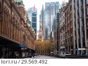 Sydney, Australia, street scene along York Street in the business district of the metropolis  (2018 год). Редакционное фото, агентство Caro Photoagency / Фотобанк Лори