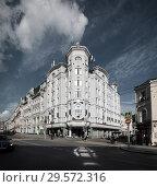 Купить «Москва, дом Соколовых 16 на Мясницкой», фото № 29572316, снято 22 июля 2017 г. (c) Дмитрий Неумоин / Фотобанк Лори