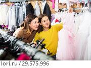 Family choosing dress in shop. Стоковое фото, фотограф Яков Филимонов / Фотобанк Лори