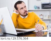Купить «Man facing difficulty», фото № 29576364, снято 26 мая 2019 г. (c) Яков Филимонов / Фотобанк Лори