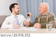 Купить «Old man and man signed contract car lease», фото № 29576372, снято 22 января 2019 г. (c) Яков Филимонов / Фотобанк Лори