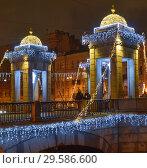 Вид на мост Ломоносова через Фонтанку в новогоднем убранстве. Санкт-Петербург (2017 год). Редакционное фото, фотограф Александр Алексеев / Фотобанк Лори