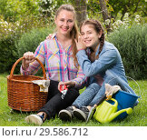 Купить «young mother and dauther with gardening tools in outdoors», фото № 29586712, снято 18 апреля 2017 г. (c) Яков Филимонов / Фотобанк Лори