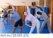 Купить «People warming up at gym», фото № 29591272, снято 31 октября 2018 г. (c) Яков Филимонов / Фотобанк Лори
