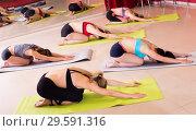 Купить «female group perform asanas for yoga», фото № 29591316, снято 31 мая 2017 г. (c) Яков Филимонов / Фотобанк Лори