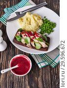 Купить «tasty turkey sandwich, mashed potato, green peas», фото № 29596672, снято 16 декабря 2018 г. (c) Oksana Zh / Фотобанк Лори
