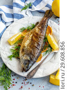 Baked lake trout with lemon and dill. Стоковое фото, фотограф Марина Сапрунова / Фотобанк Лори