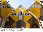 Купить «Кубический дом - оригинальная достопримечательность Роттердама», фото № 29616984, снято 3 июля 2018 г. (c) V.Ivantsov / Фотобанк Лори