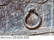 Antique cathedral metal door with doorknob made of iron. Стоковое фото, фотограф FotograFF / Фотобанк Лори