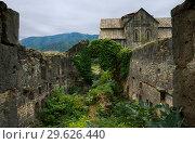 Купить «Разрушенные постройки в монастырском комплексе Ахтала, Армения», фото № 29626440, снято 27 сентября 2018 г. (c) Инна Грязнова / Фотобанк Лори