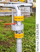 Купить «Pipeline with control valve», фото № 29626840, снято 10 июня 2018 г. (c) FotograFF / Фотобанк Лори