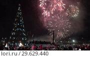 Купить «Праздничный новогодний салют», видеоролик № 29629440, снято 1 января 2019 г. (c) А. А. Пирагис / Фотобанк Лори