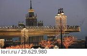 Купить «Фонари на набережной и светящийся мост в парке Зарядье с видом на высотку. Вечерняя Москва», видеоролик № 29629980, снято 29 декабря 2018 г. (c) Яна Королёва / Фотобанк Лори