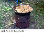 Купить «Cooking traditional Uzbek pilaf in a large cauldron», фото № 29633588, снято 30 июня 2018 г. (c) FotograFF / Фотобанк Лори