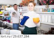 Купить «Seller offers options of ceramic while», фото № 29637284, снято 8 февраля 2017 г. (c) Яков Филимонов / Фотобанк Лори