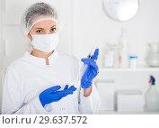 Купить «Nurse making injection», фото № 29637572, снято 20 марта 2019 г. (c) Яков Филимонов / Фотобанк Лори
