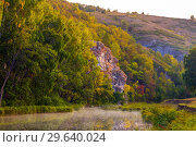 Купить «Morning. Steep rocky shore on the river in Bashkiria.», фото № 29640024, снято 1 сентября 2018 г. (c) Акиньшин Владимир / Фотобанк Лори