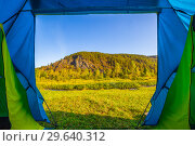 Купить «Scenic view of the tent on the rocky shore of the river.», фото № 29640312, снято 6 сентября 2018 г. (c) Акиньшин Владимир / Фотобанк Лори