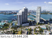 Купить «Florida, Miami Beach, aerial view, Icon South Beach Luxury Condos, high rise condominium buildings, Murano Grande at Portofino, Biscayne Bay, MacArthur Causeway, Port, marina, city skyline,», фото № 29644208, снято 19 декабря 2018 г. (c) age Fotostock / Фотобанк Лори