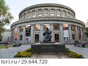 Купить «Monument to Aram Khachaturian, Armenian composer, against the background of the building of the Armenian Philharmonic concert hall. Yerevan, Armenia», фото № 29644720, снято 21 сентября 2018 г. (c) Наталья Волкова / Фотобанк Лори