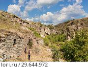 Купить «The abandoned cave city of Khndzoresk in Armenia», фото № 29644972, снято 24 сентября 2018 г. (c) Наталья Волкова / Фотобанк Лори