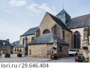 Paimpont war memorial and the Abbey de Paimpont, Ille et Vilaine, Brittany, France, (2017 год). Редакционное фото, фотограф Николай Коржов / Фотобанк Лори