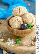Купить «Homemade Moroccan sesame cookies in a wooden bowl», фото № 29646520, снято 5 января 2019 г. (c) Марина Сапрунова / Фотобанк Лори