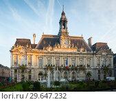 Купить «Tours City Hall in morning», фото № 29647232, снято 9 октября 2018 г. (c) Яков Филимонов / Фотобанк Лори