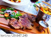 Купить «Fried beef steak with sauce, fried potatoes, arugula and tomatoes», фото № 29647240, снято 10 октября 2018 г. (c) Яков Филимонов / Фотобанк Лори