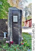 Купить «Новодевичье кладбище. Могила писателя Юлиана Семёнова (1931-1993)», эксклюзивное фото № 29649340, снято 14 сентября 2018 г. (c) Вера Смолянинова / Фотобанк Лори