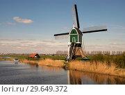 Купить «Windmill the Achterlandse molen», фото № 29649372, снято 4 апреля 2007 г. (c) John Stuij / Фотобанк Лори
