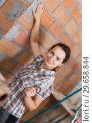 Купить «Woman working with plastering trowel», фото № 29658844, снято 19 июня 2018 г. (c) Яков Филимонов / Фотобанк Лори