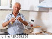 Купить «Elderly man working on home renovations», фото № 29658856, снято 19 июня 2018 г. (c) Яков Филимонов / Фотобанк Лори