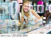 Купить «woman seller showing bracelets», фото № 29658984, снято 26 марта 2019 г. (c) Яков Филимонов / Фотобанк Лори