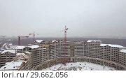 Купить «Aerial winter view of apartment complex under construction, Russia», видеоролик № 29662056, снято 17 июля 2019 г. (c) Данил Руденко / Фотобанк Лори