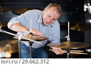 Купить «Adult male musician is playing on modern drum kit», фото № 29662312, снято 18 сентября 2017 г. (c) Яков Филимонов / Фотобанк Лори