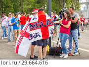 Купить «Russia, Samara, July 2018: English football fans with a national flag give an interview to television at the World Cup before the match England Sweden.», фото № 29664616, снято 7 июля 2018 г. (c) Акиньшин Владимир / Фотобанк Лори