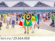 Купить «Russia, Samara, July 2018: Russian and Mexican football fans with national flags together communicate at the World Cup.», фото № 29664888, снято 2 июля 2018 г. (c) Акиньшин Владимир / Фотобанк Лори