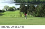 Купить «Man playing Golf», видеоролик № 29665448, снято 7 июня 2007 г. (c) Wavebreak Media / Фотобанк Лори