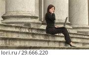 Купить «Businesswoman Working outdoors», видеоролик № 29666220, снято 15 февраля 2008 г. (c) Wavebreak Media / Фотобанк Лори