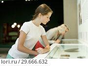 Купить «Teenage girl visiting museum», фото № 29666632, снято 18 августа 2018 г. (c) Яков Филимонов / Фотобанк Лори