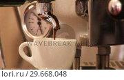 Купить «Making Coffee 3», видеоролик № 29668048, снято 16 июня 2019 г. (c) Wavebreak Media / Фотобанк Лори