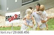 Купить «Young family in front of their new house», видеоролик № 29668456, снято 5 апреля 2009 г. (c) Wavebreak Media / Фотобанк Лори