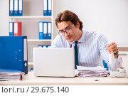 Купить «Businessman disgusted with cockroaches in the office», фото № 29675140, снято 25 сентября 2018 г. (c) Elnur / Фотобанк Лори
