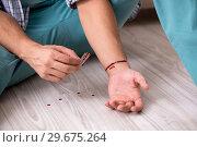Купить «Young man committing suicide with razor blade», фото № 29675264, снято 25 сентября 2018 г. (c) Elnur / Фотобанк Лори